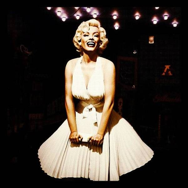 Actor Wall Art - Photograph - Marilyn Monroe by Clare Hardy