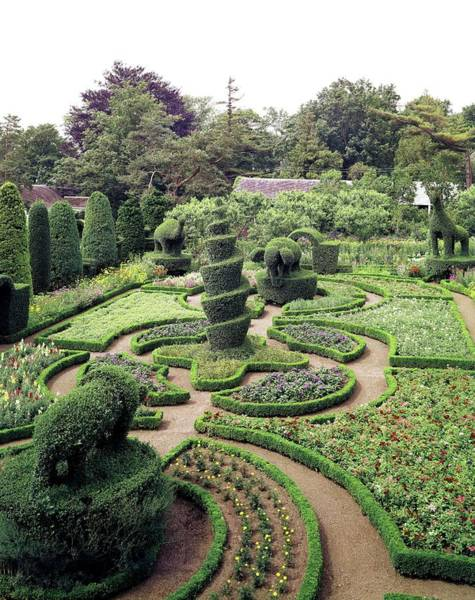 Landscape Architecture Photograph - An Ornamental Garden by Tom Leonard