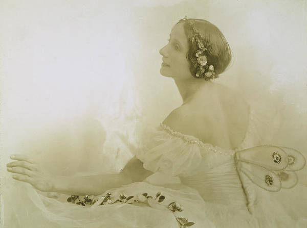Photograph - Anna Pavlova (1885-1931) by Granger