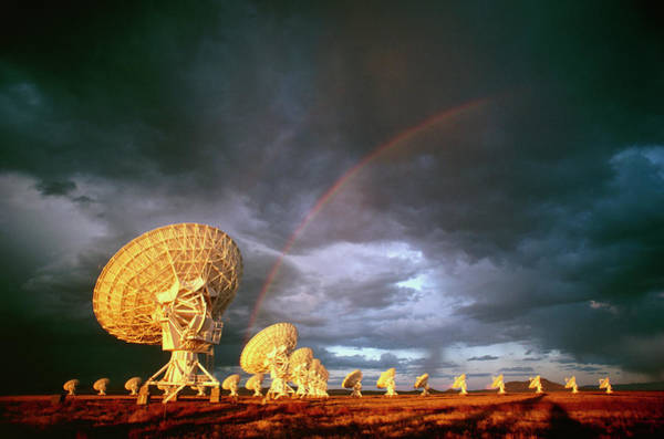 Very Large Array Photograph - Antennae Of The Very Large Array Telescope by Peter Menzel/science Photo Library