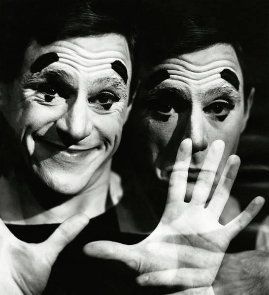 Wall Art - Photograph - Anthony Newley In Stop The World - I Want To Get by Frances McLaughlin-Gill