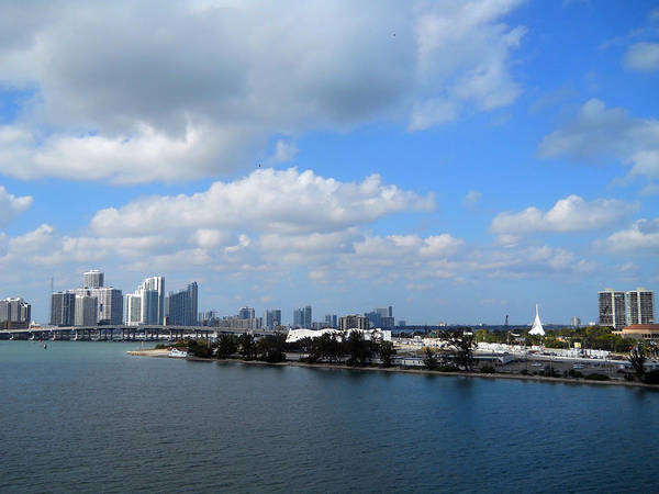 Photograph - Approaching Miami by Judy Hall-Folde