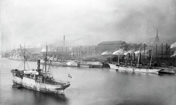 Work Boat Photograph - Armstrong Gun Works by Library Of Congress/science Photo Library