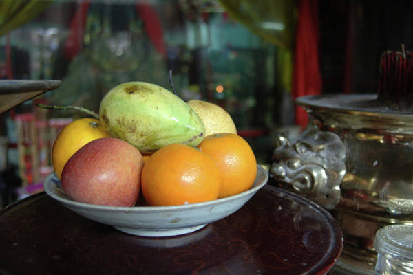 Hoi An Photograph - Asia, Vietnam Fresh Fruit In A Bowl by Kevin Oke