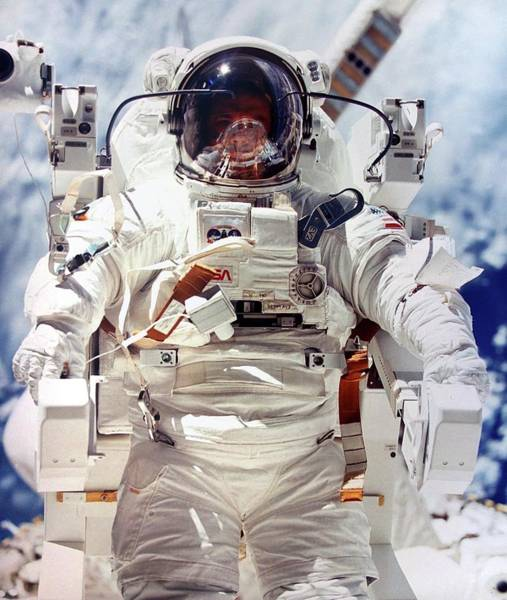 Astronaut Wall Art - Photograph - Astronaut During Space-walk by Detlev Van Ravenswaay