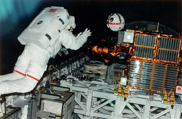 Spartan Wall Art - Photograph - Astronaut Releases The Aercam Sprint Camera by Nasa/science Photo Library