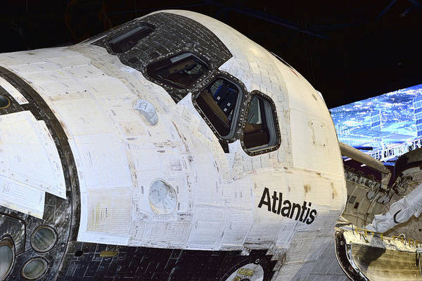 Photograph - Atlantis Close-up by Bill Dodsworth
