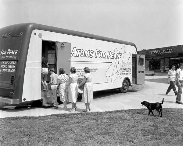 Oak Ridge National Laboratory Photograph - Atoms For Peace Roadshow by Oak Ridge National Laboratory/us Department Of Energy/science Photo Library
