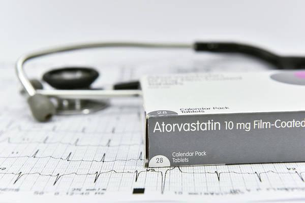 Cholesterol Photograph - Atorvastatin Cholesterol-lowering Drug by Dr P. Marazzi