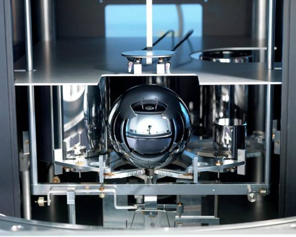 Laboratory Photograph - Avogadro Project Silicon Sphere by Andrew Brookes, National Physical Laboratory/science Photo Library