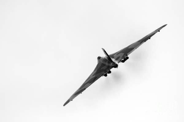 Vulcan Xh558 Wall Art - Photograph - Avro Vulcan Xh558 by J Biggadike