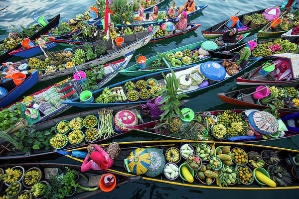 Floating Wall Art - Photograph - Banjarmasin Floating Market by Fauzan Maududdin