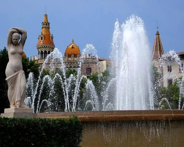 Photograph - Barcelona Fountain Placa De Catalunya by Toby McGuire