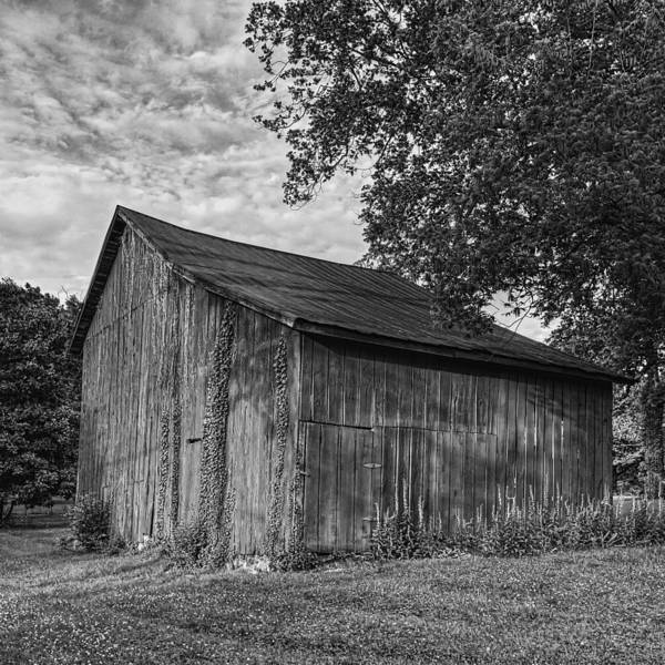 Wall Art - Photograph - Barn At Avenel Plantation - Bw by Steve Hurt