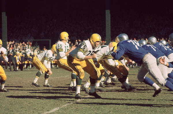 Wall Art - Photograph - Bart Starr Drops Back by Retro Images Archive