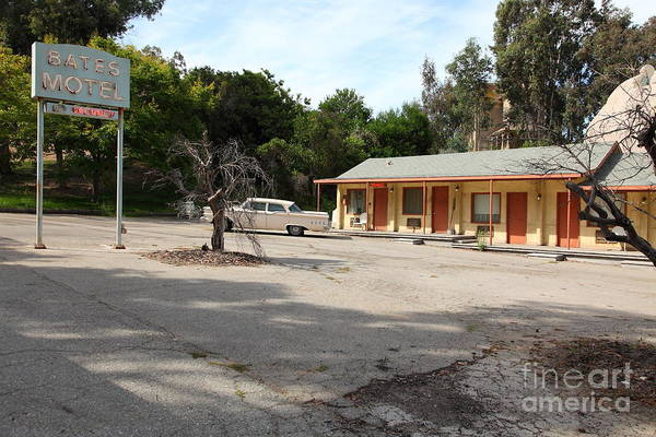 Photograph - Bates Motel 5d28624 by Wingsdomain Art and Photography