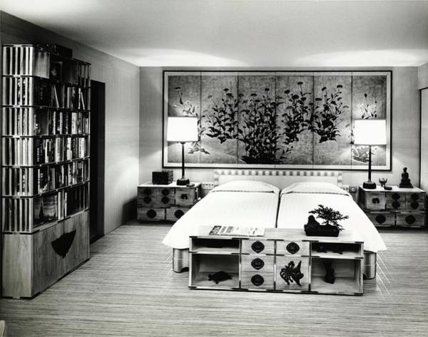Screen Photograph - Bedroom At Bradley Geists In Maui by Pedro E. Guerrero