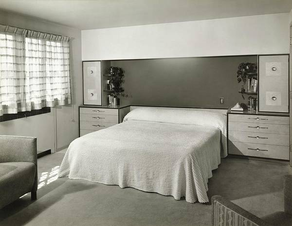 Wall Art - Photograph - Bedroom Designed By Architect Robert F Swanson by Hedrich Blessing