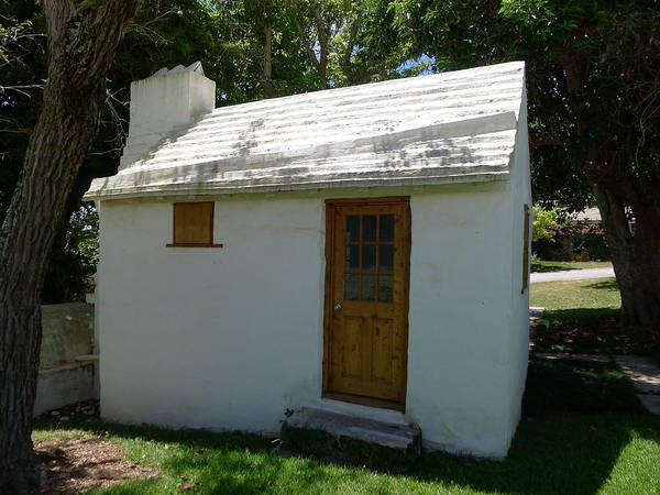 Photograph - Bermuda - Simple Cottage by Richard Reeve