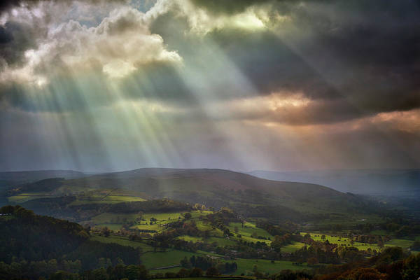 Peak District National Park Photograph - Biblical Skies Over Peak District by Paul Grand Image