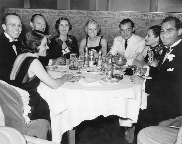 Wall Art - Photograph - Big Band Dining In La by Underwood Archives