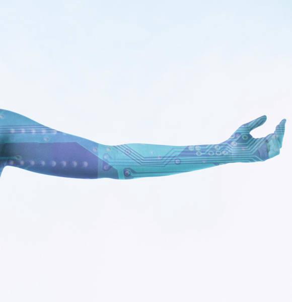 Biomimetics Wall Art - Photograph - Bionic Arm by Cristina Pedrazzini/science Photo Library