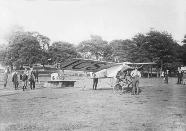 Bleriot Photograph - Bleriot Monoplane, Aldershot, 1912 by Science Photo Library