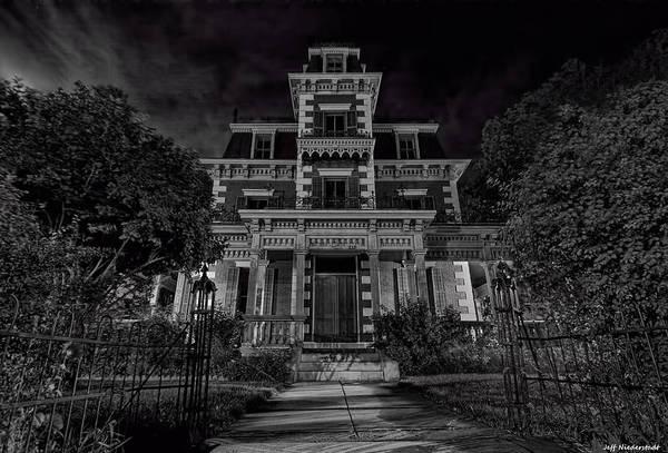 Photograph - Bloom Mansion by Jeff Niederstadt