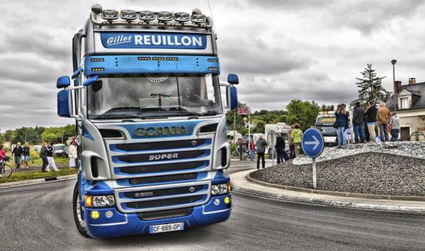Freightliner Wall Art - Photograph - Blue Scania R500 by Mick Flynn