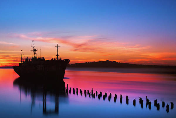 Montevideo Wall Art - Photograph - Boat And Sunset by Elojotorpe