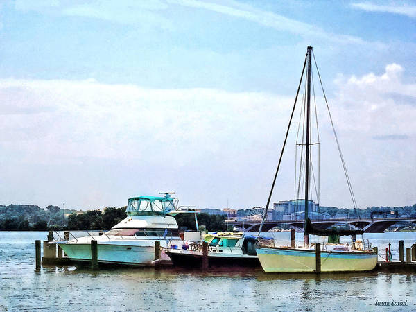 Photograph - Boats On The Potomac Near Founders Park by Susan Savad