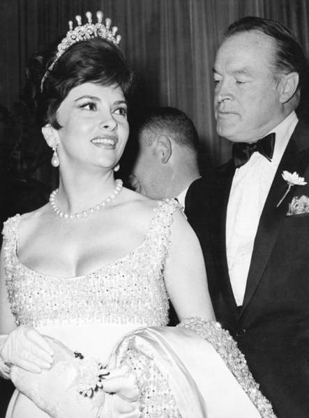 Gina Wall Art - Photograph - Bob Hope And Gina Lollobrigida by Underwood Archives