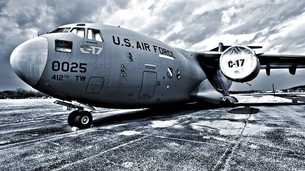 Wall Art - Photograph - Boeing C-17 Airplane by Dan Sproul
