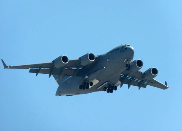 Photograph - Boeing C17 Globemaster by Jeff Lowe