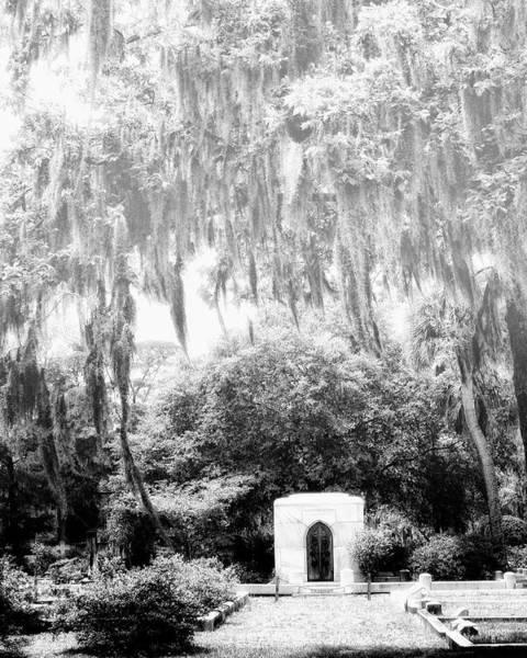 Famous Cemeteries Photograph - Bonaventure Gravesite Savannah Ga by William Dey