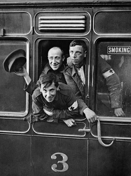 Photograph - British Prisoners Return Home by Underwood Archives