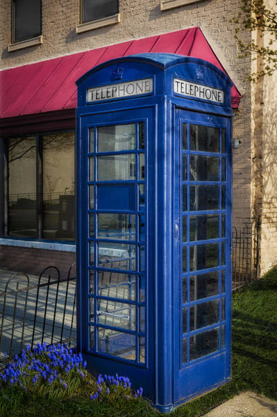 Photograph - British Telephone Booth by Susan Candelario