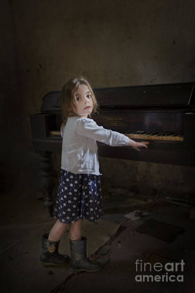 Abandoned House Photograph - Broken Hearted Melody by Evelina Kremsdorf