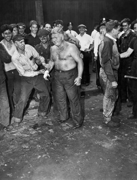 Controversy Photograph - Brooklyn Shipyard Strike by Underwood Archives