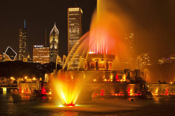 Chicago Skyline Art Photograph - Buckingham Fountain by Andrew Soundarajan