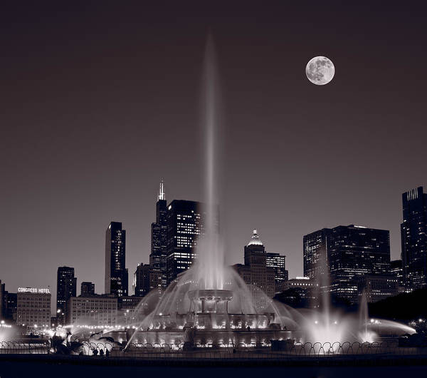 Full Moon Wall Art - Photograph - Buckingham Fountain Nightlight Chicago Bw by Steve Gadomski