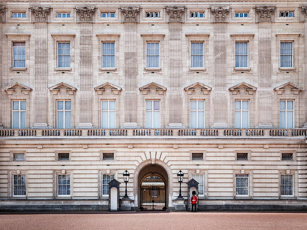 Photograph - Buckingham Palace by Brian Grzelewski