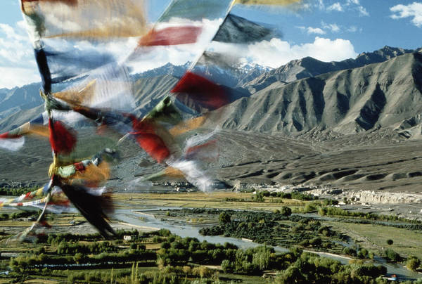Wind River Range Wall Art - Photograph - Bunting Flying In Sky With Kunlun by John and Lisa Merrill