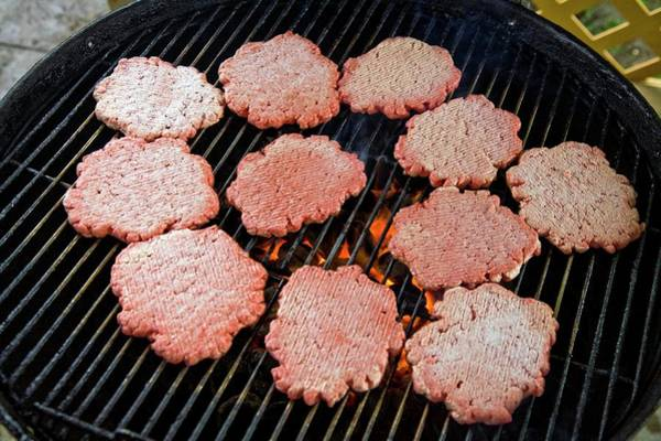 Wall Art - Photograph - Burgers On A Barbecue by Peter Menzel/science Photo Library