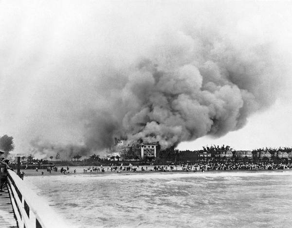 Fire Place Photograph - Burning Of The Breakers Hotel by Underwood & Underwood