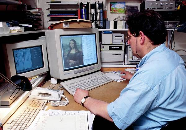 Mona Lisa Wall Art - Photograph - Business Man Sits At A Computer by Jerry Mason/science Photo Library