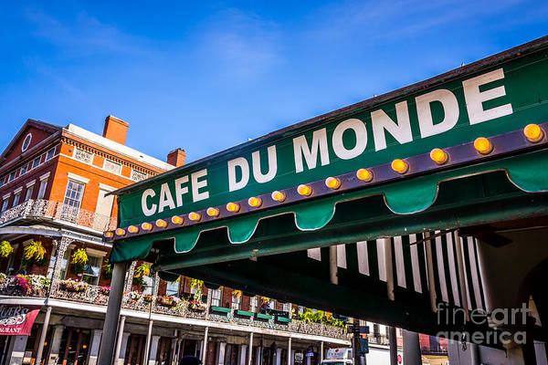 Gra Photograph - Cafe Du Monde Picture In New Orleans Louisiana by Paul Velgos