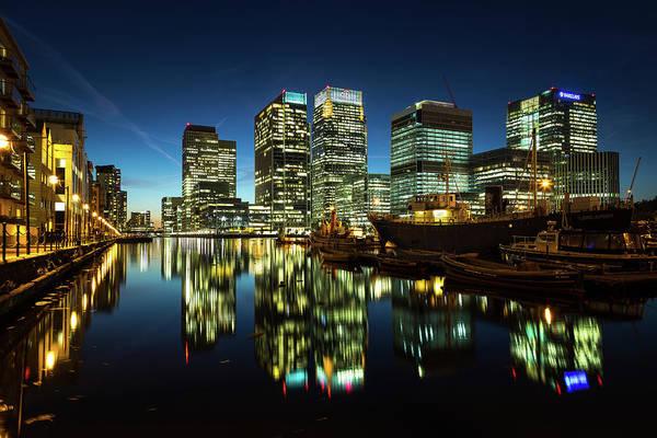 Canary Wharf Photograph - Canary Wharf At Night by Scott Baldock