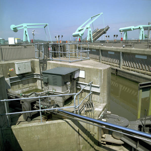 Lock Gates Photograph - Cardiff Barrage Lock by Robert Brook/science Photo Library