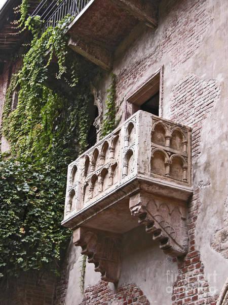 Romeo And Juliet Photograph - Casa Di Giulietta by Liz Leyden